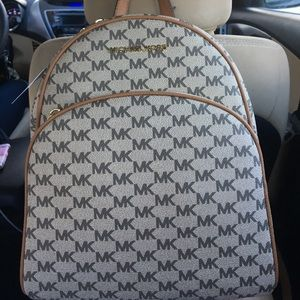 Michael Kors Bags - NWT Micheal Kors medium abbey bag